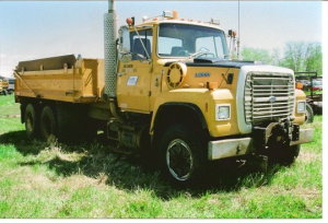 Ford L9000 - Salvage 1750-FORD
