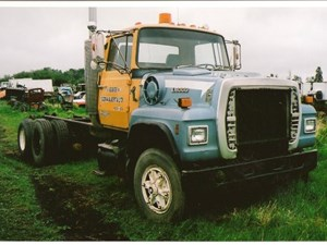 Ford L8000 - Salvage 1626-FORD